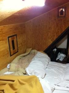 屋根裏の寝床